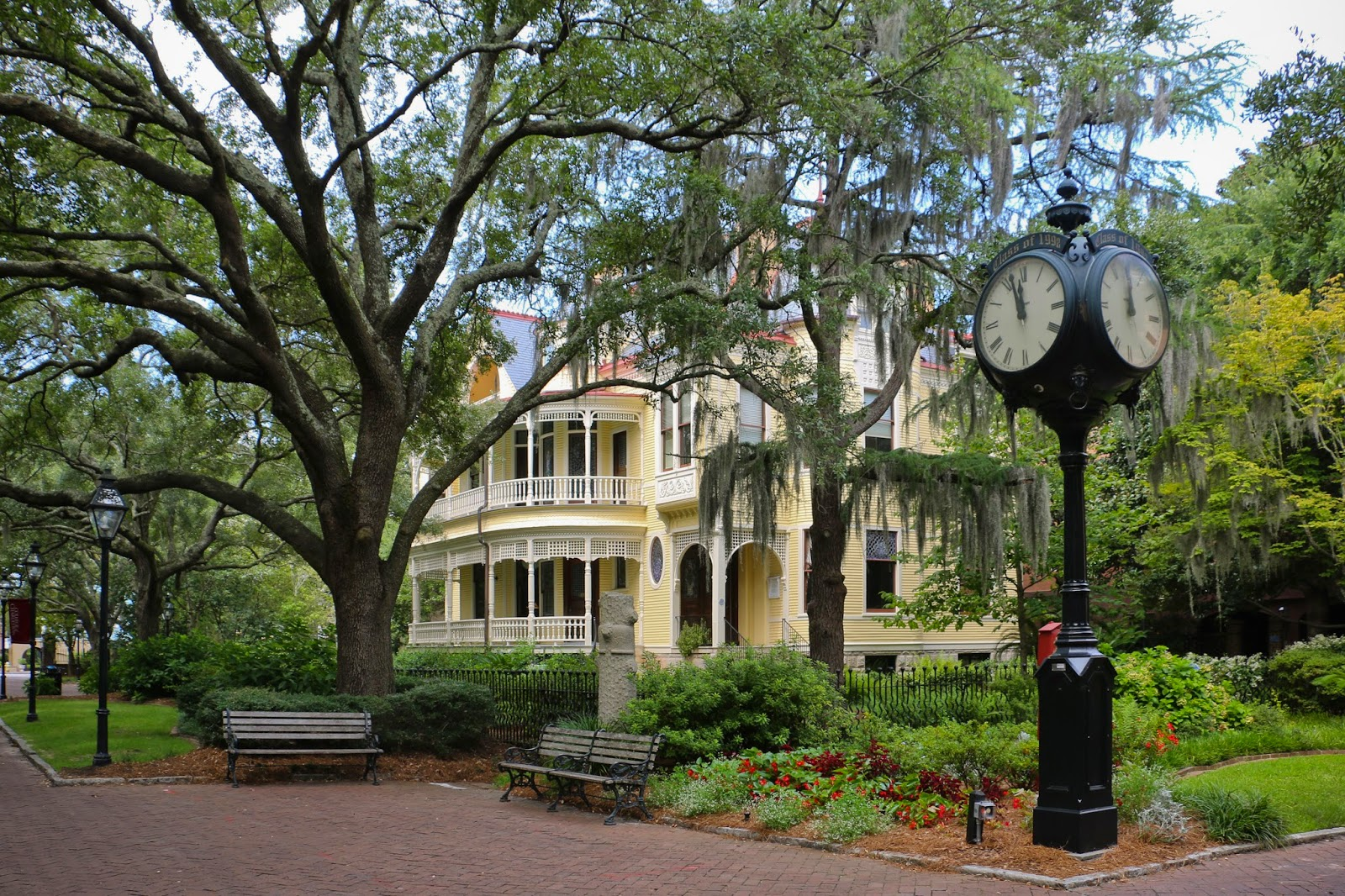 college of charleston student bucket list 50 things to do before graduation charleston daily. Black Bedroom Furniture Sets. Home Design Ideas