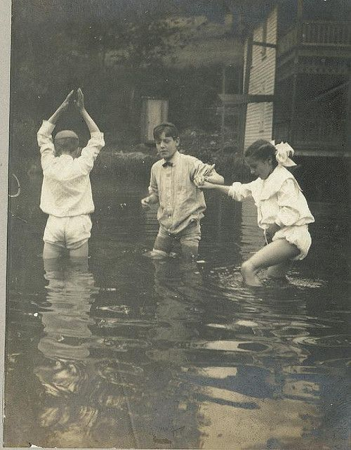1915 - Children playing in flooded streets